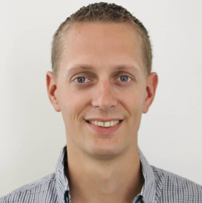 Directeur Amos Lyon