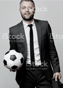 un homme avec la ball