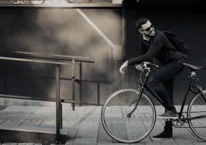 homme sur la bicyclette